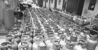 常平城管分局连端窝点 查扣液化石油气瓶650个