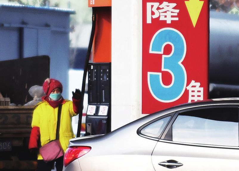车主们:中秋节后油价会下调 但是消费税又来添乱了