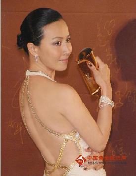 全新卡地亚高级珠宝相伴刘嘉玲 体现影后典雅气质