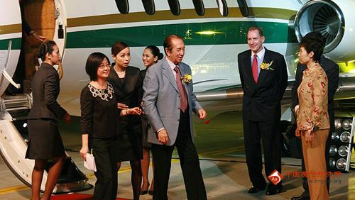 澳门首富赌王的私人飞机豪客750和其奢华生活