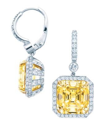每一颗美钻皆由手工精湛切割并作可最大限度彰显钻石风采的专属镶嵌