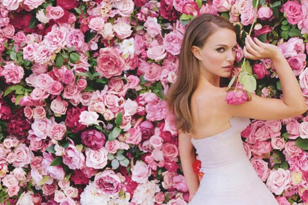 娜塔丽·波特曼拍摄新一辑 miss dior 香水广告