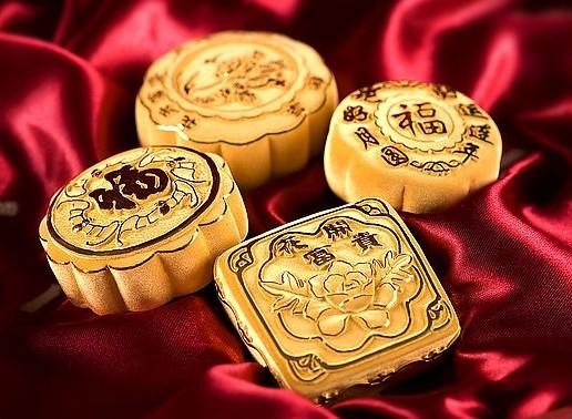 中秋黄金月饼图片