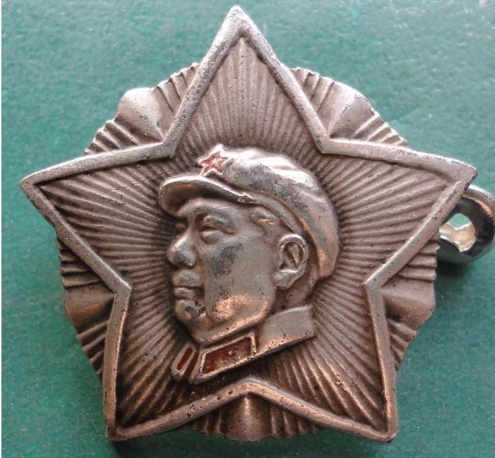 松陵款毛主席像章