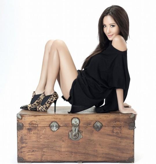 第一名媛就是活招牌 孙芸芸代言自创女鞋品牌