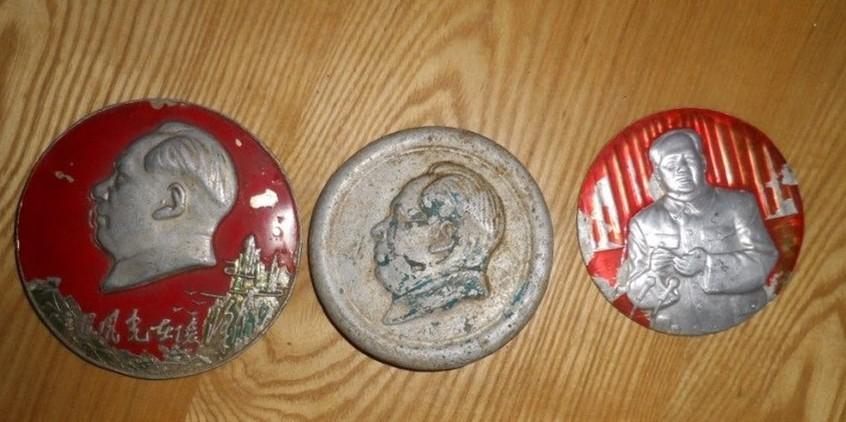 三个大型毛主席像章