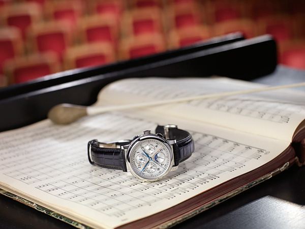dar腕表和贝多芬的第九交响曲乐谱,摄于德勒斯登的森帕歌剧院