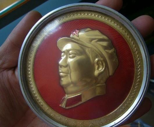 文革时期轮船上的毛主席像章