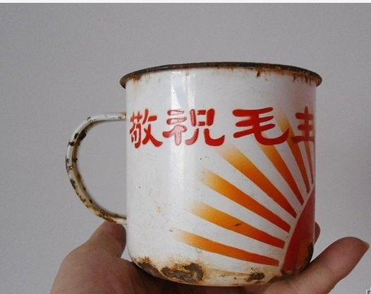 红色收藏品杯子