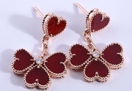 大牌珠宝品牌都有款四叶草 幸运和守护是它的代名词图片