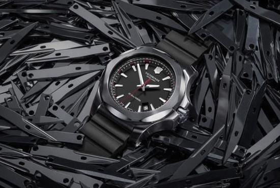 Victorinox 维氏推出全新「INOX」腕表
