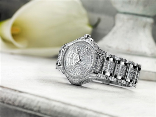 宝齐莱推出两款全新白蒂诗系列腕表