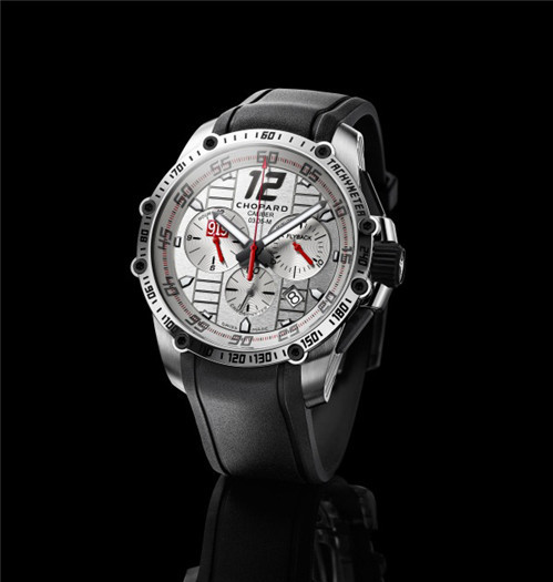 萧邦为庆祝保时捷重返勒芒大赛推出限量版腕表