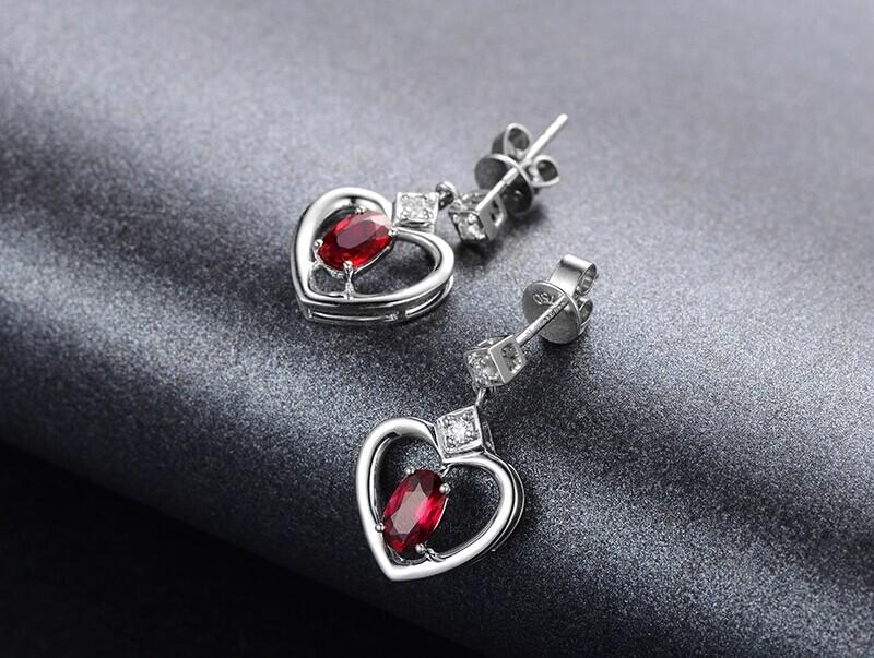米莱珠宝1.15克拉鸽血红宝石耳环图片_珠宝图片