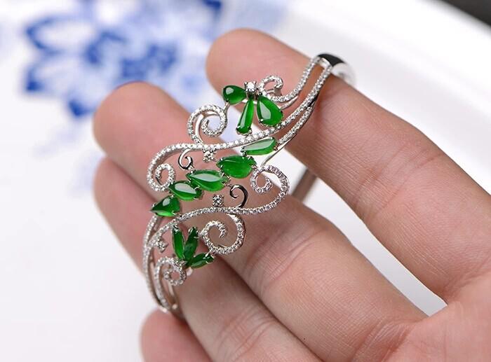 米莱珠宝老坑冰种正阳绿翡翠手镯图片_珠宝图片
