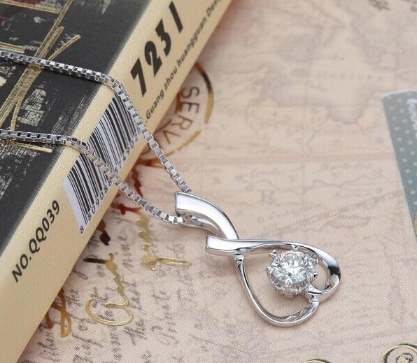 欧宝丽白18K金浪漫轻语钻石吊坠图片_珠宝图片