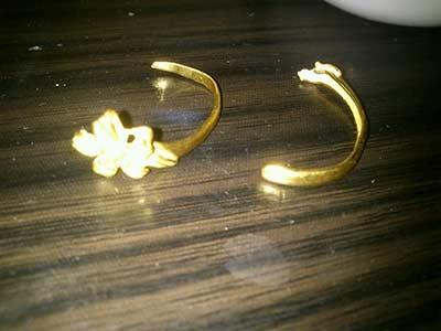 周大福珠宝黄金戒指莫名断成两块