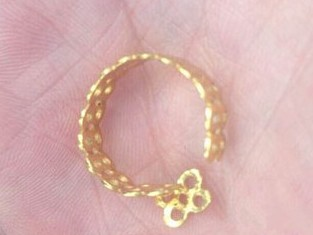 周大福珠宝金戒才买两个月就断裂