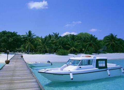 游艇知识:游艇为什么总是逆水靠岸?