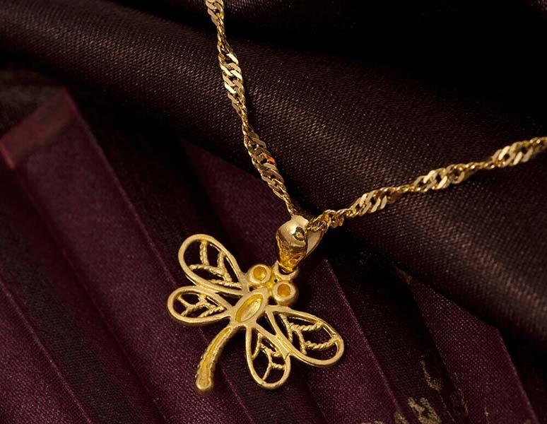 潮宏基闲暇时光小蜻蜓黄金项链图片_珠宝图片