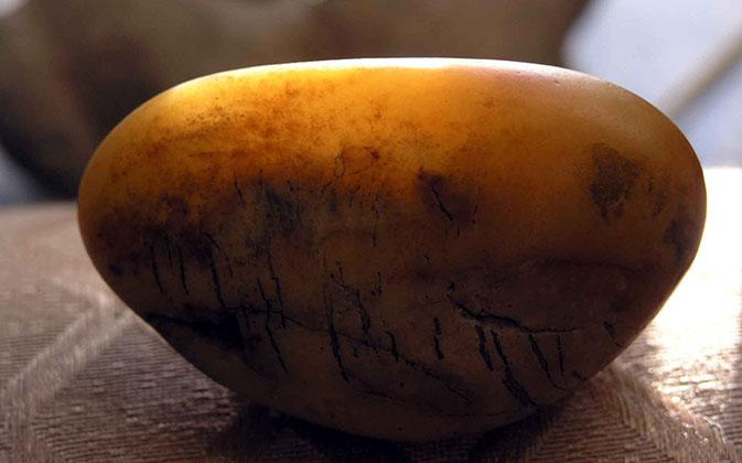 什么是黄玉籽料_黄玉籽料鉴定_黄玉籽料分类