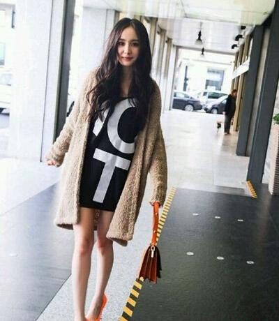 秋季女生服装搭配:针织开衫怎么搭配连衣裙好看?