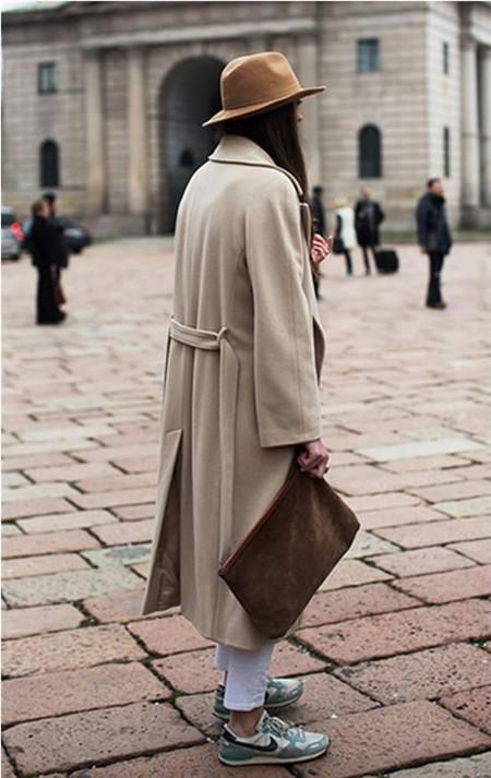 达人秋冬穿衣搭配技巧示范 大衣配运动鞋气质非凡图片