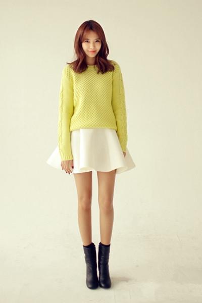 秋季套头毛衣穿衣搭配技巧示范 轻松穿出秋日好身材