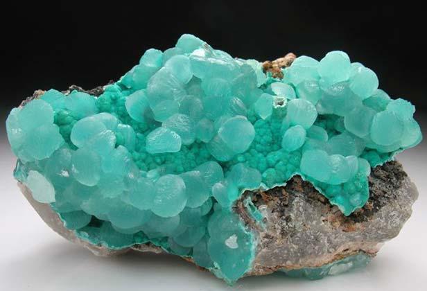 菱锌矿是什么_菱锌矿产地_菱锌矿用途_菱锌矿药理作用