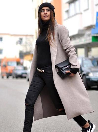 示范搭配:黑色高领紧身长袖t恤 黑色破洞九分裤 nike运动鞋 杏灰色毛图片