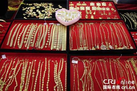 博会 呈现流光溢彩珠宝盛宴图片
