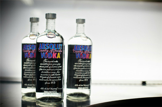 """绝绝对伏特加推出""""安迪·沃霍尔""""全球限量版名酒"""