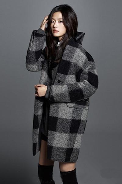 全智贤穿衣搭配冬季大衣拍摄全新冬装海报