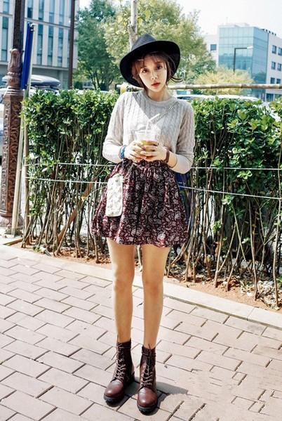 秋冬季穿衣搭配技巧示范 麻花毛衣轻松穿出甜美范