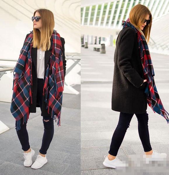 大衣搭配运动鞋 时髦欧美街拍