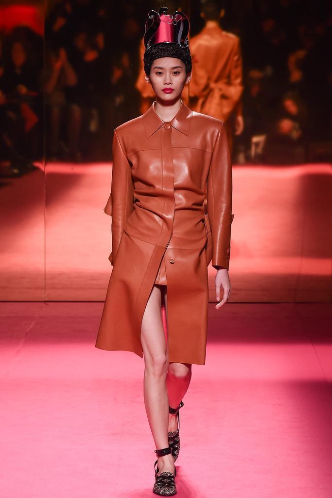 Schiaparelli <a href='http://www.china1f.com' target='_blank'>服装</a>品牌2015春夏高级定制时装秀