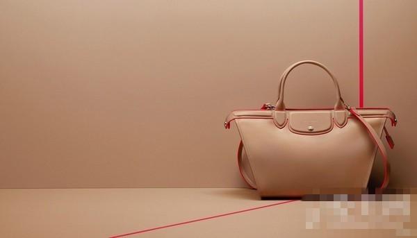 抢眼 昆凌率女星演绎Longchamp包包
