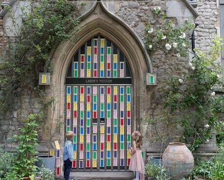 门庆_伦敦安装150个魔法之门庆国际童话日 满满都是快乐