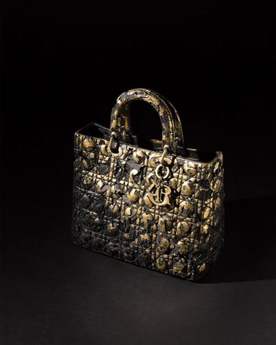 迪奥在首尔精品店推出全新Lady Dior手提包包