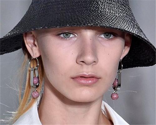 米兰时装周6件扎眼珠宝 你知道那几个