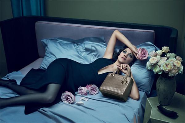 迪奥全新Lady Dior 2016早春度假系列包包广告大片