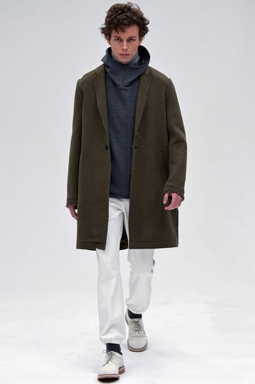 秋冬穿衣搭配技巧示范 高领衫 大衣风度与温度兼备图片