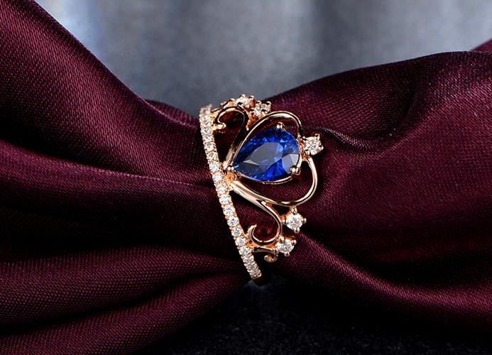 宝石分类:蓝宝石 款式:戒指 镶嵌材质:黄金/k黄金镶嵌 品牌:米莱图片