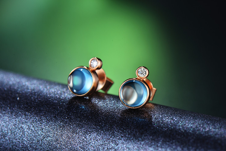 佐卡伊珠宝白18K金托帕石钻石求婚耳钉_珠宝图片