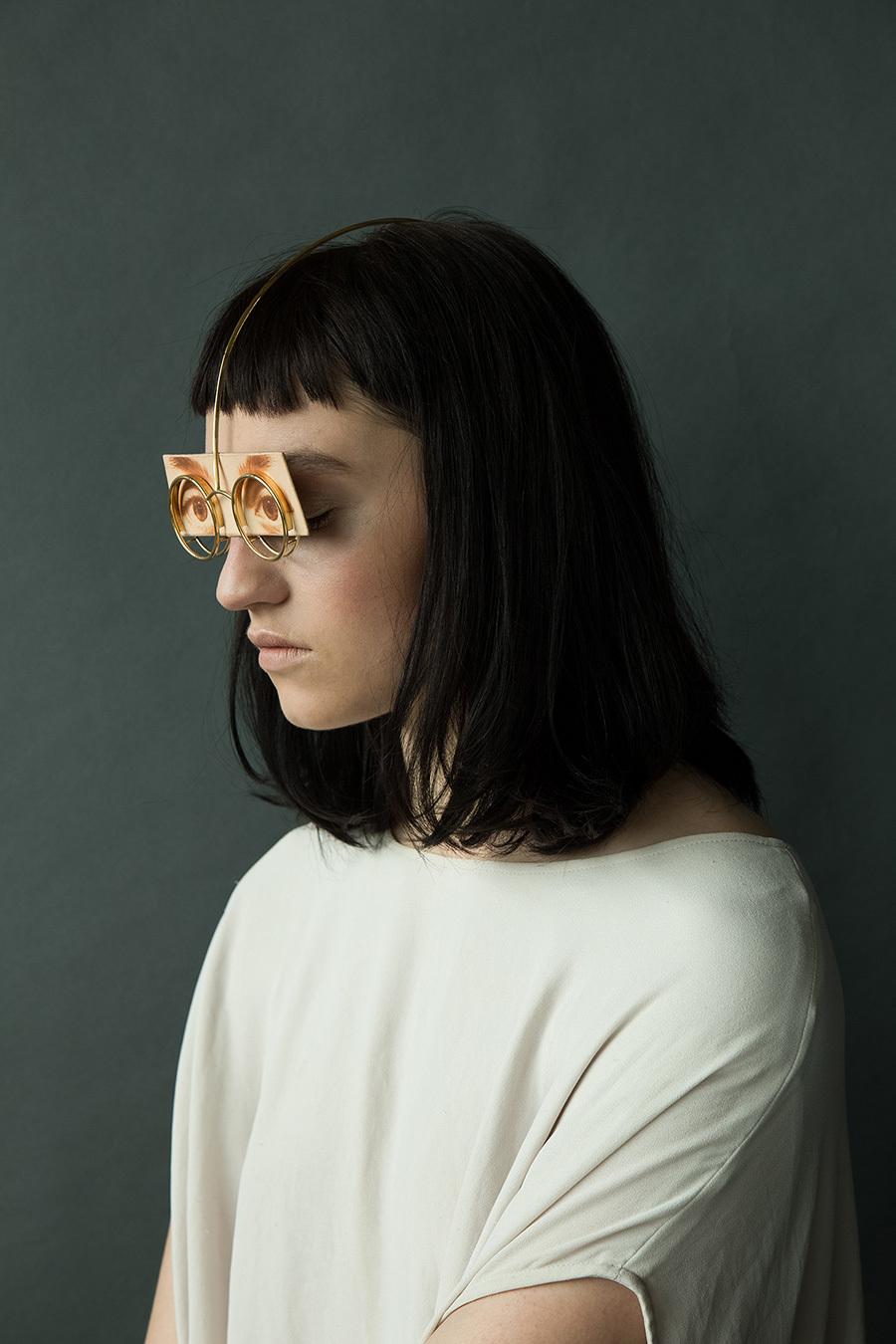 """日本29岁女设计师推出""""脸上珠宝""""配饰"""