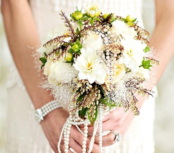 手捧花也能玩出花样 珠宝装饰让你惊艳全场