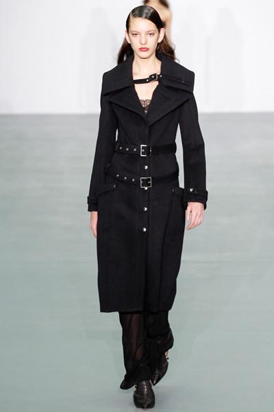 Antonio Berardi服装品牌于伦敦时装周发布秋冬系列