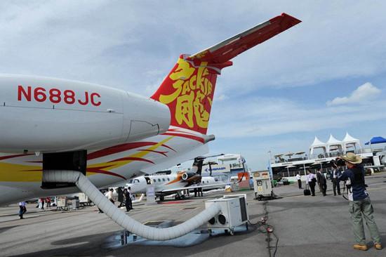 成龙获全新莱格赛500私人飞机 不为炫富只为节约时间