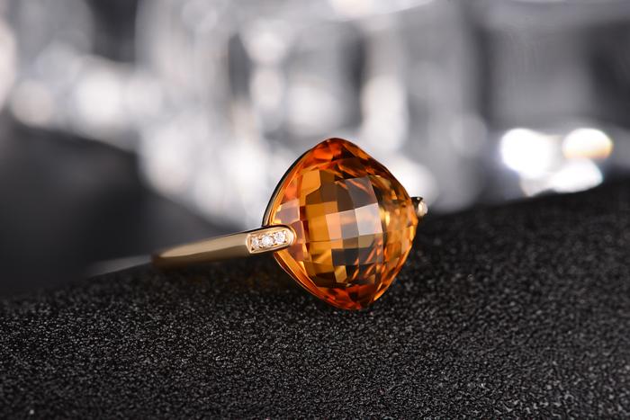 宝石分类: 其他 款式:戒指 镶嵌材质: 黄金/k黄金镶嵌宝石 品牌图片