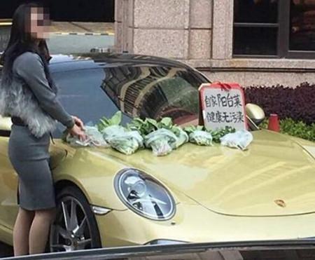 女子开百万豪车卖菜 自己阳台菜卖天价